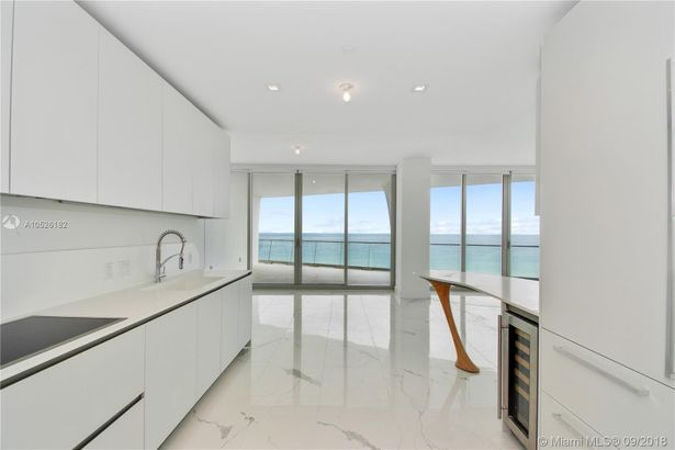 16901 Collins Ave. #702