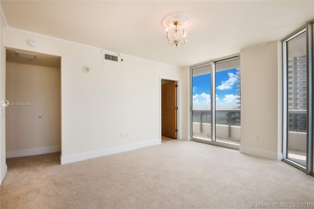 5801 Collins Ave #700