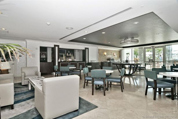 4401 COLLINS AVE #1007