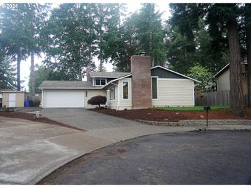6715 PARKWAY, Gladstone, OR, 97027,