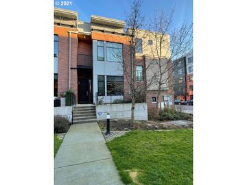 1636 NW RIVERSCAPE, Portland, OR, 97209,