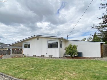 1676 NW BEAUMONT, Roseburg, OR, 97471,