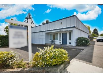 7401 SW CAPITOL, Portland, OR, 97219,