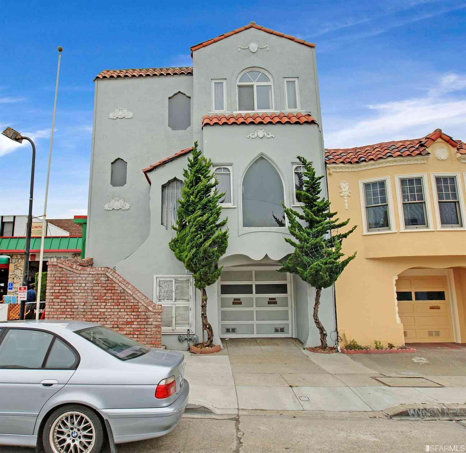 2083 19th Avenue, San Francisco, CA, 94116,