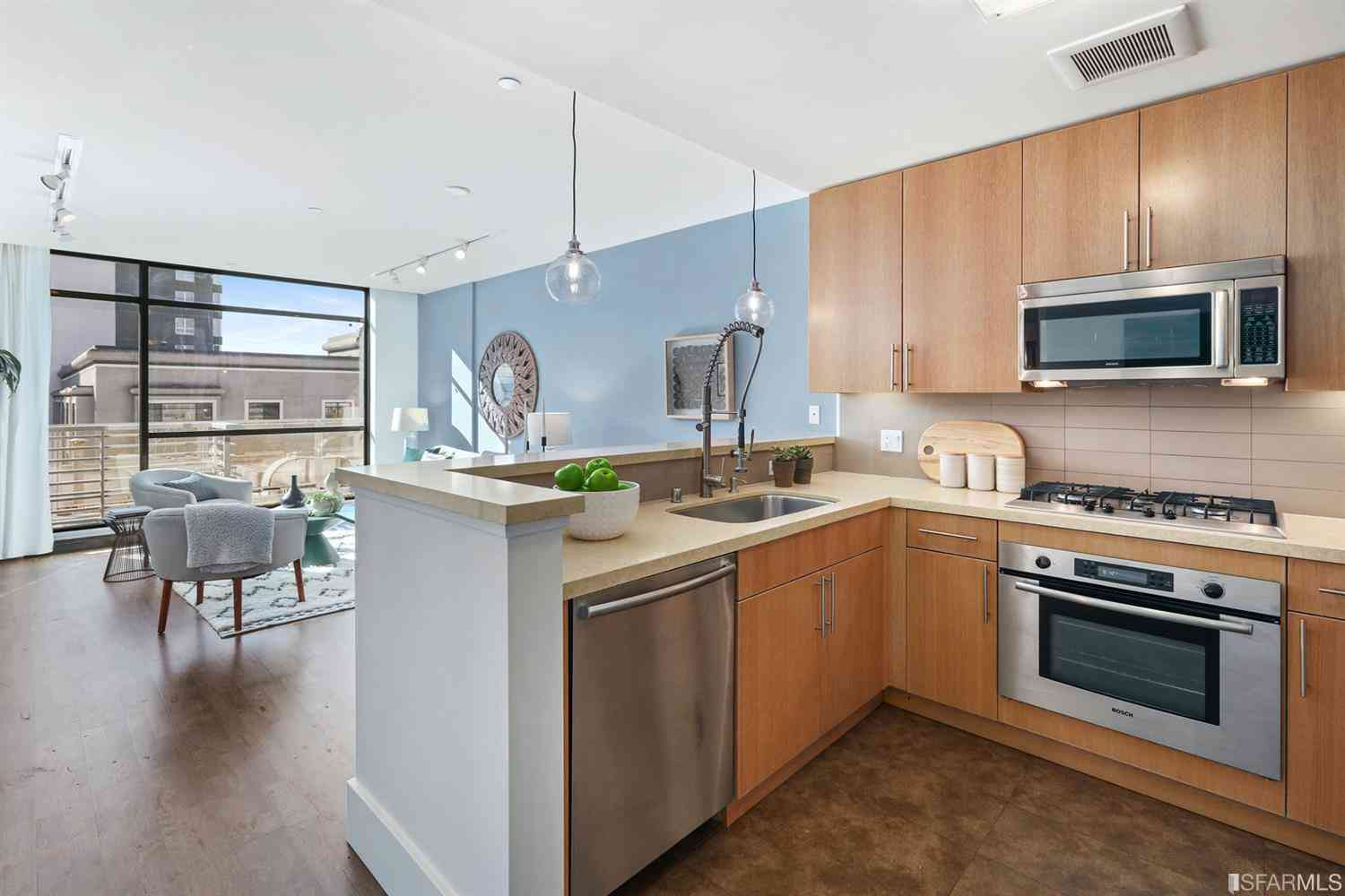 818 Van Ness Avenue #404, San Francisco, CA, 94109,