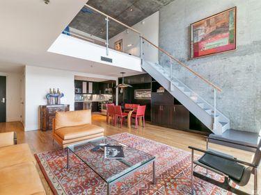 Sunny Living Room, 200 Brannan Street #426, San Francisco, CA, 94107,