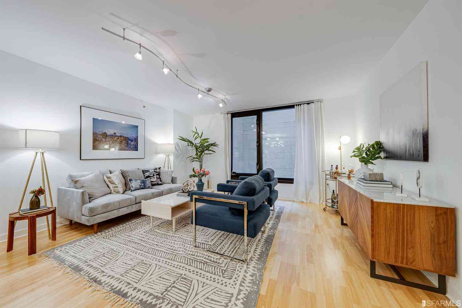 Sunny Living Room, 199 New Montgomery Street #410, San Francisco, CA, 94105,