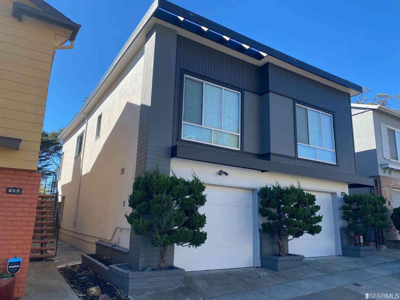221 Warren Drive, San Francisco, CA, 94131,