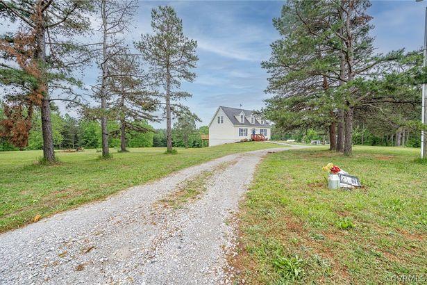 219 Saddleback Farm Lane