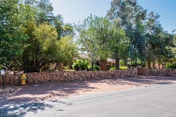 7744 Rancho Destino Road