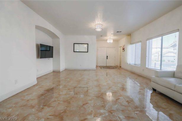 9390 Pinarello Street