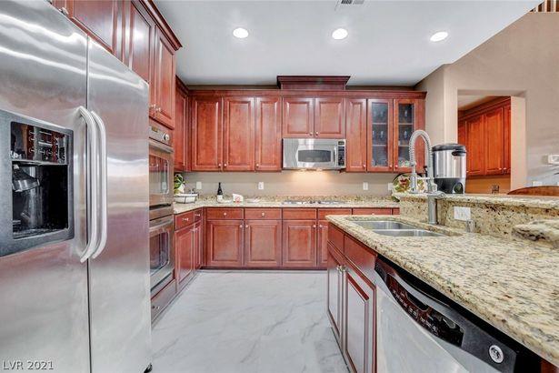 4552 Arizona Rosewood Avenue