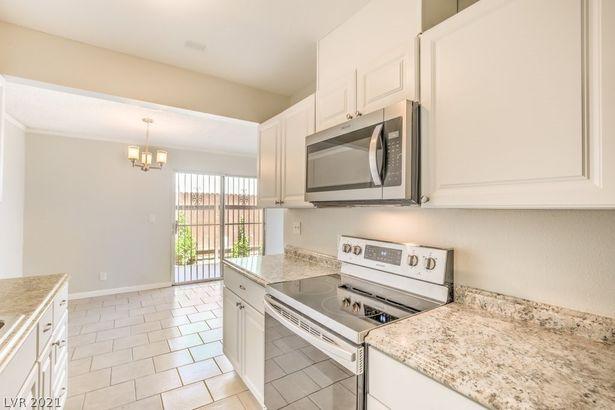 3588 Villa Knolls East Drive