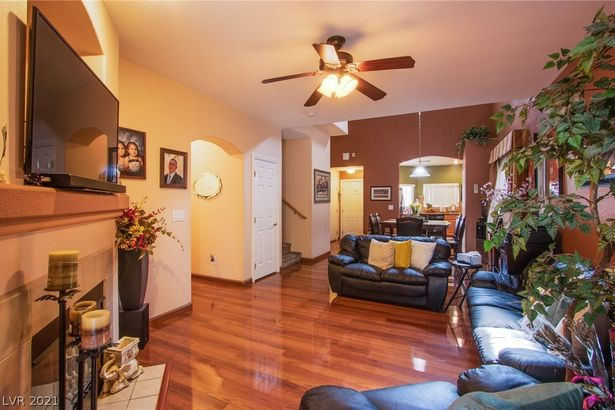 9342 Pinewood Ridge Street