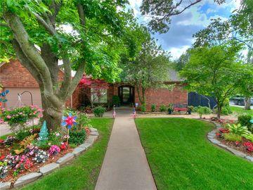1720 Oaks Way, Oklahoma City, OK, 73131,