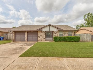 663 W Perry Drive, Mustang, OK, 73064,