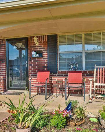 1308 Lawton Avenue Moore, OK, 73160