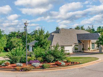 1820 Oaks Way, Oklahoma City, OK, 73131,