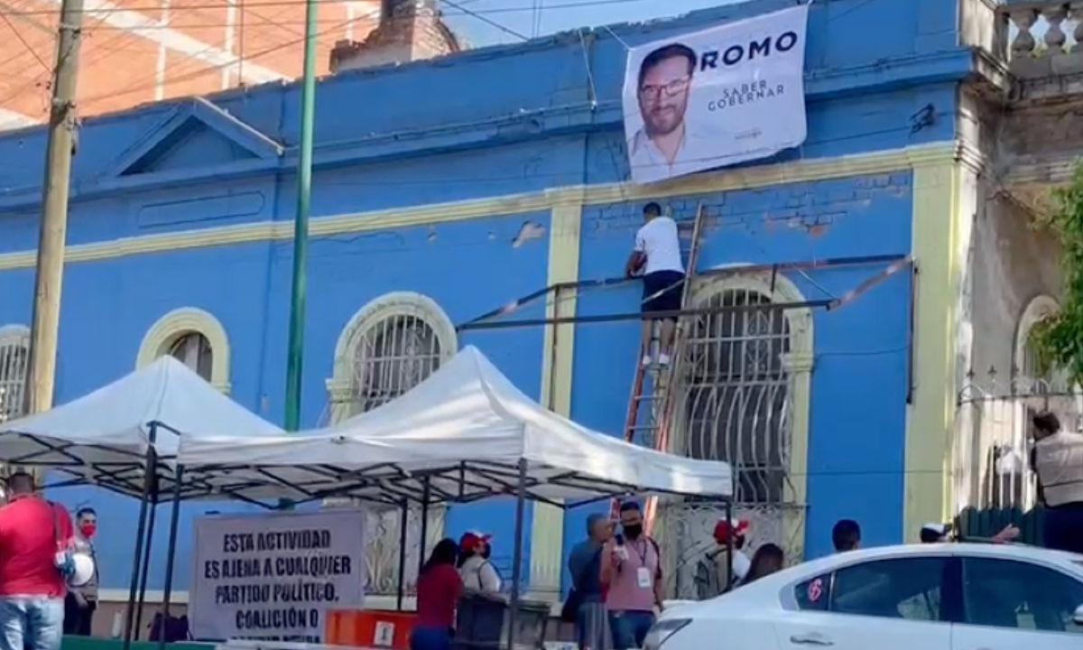 Propaganda electoral con programas de la Miguel Hidalgo.