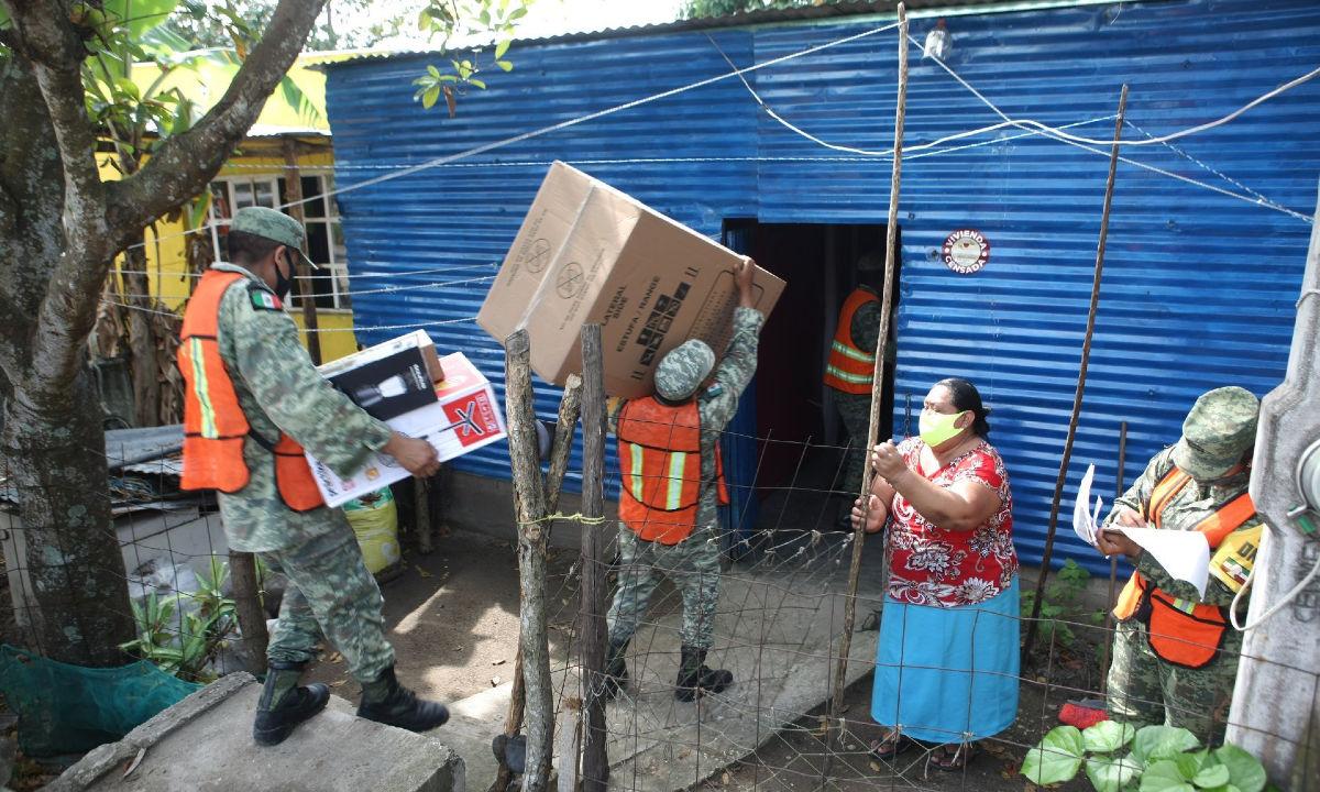 Entrega de electrodomésticos por parte del Ejército.