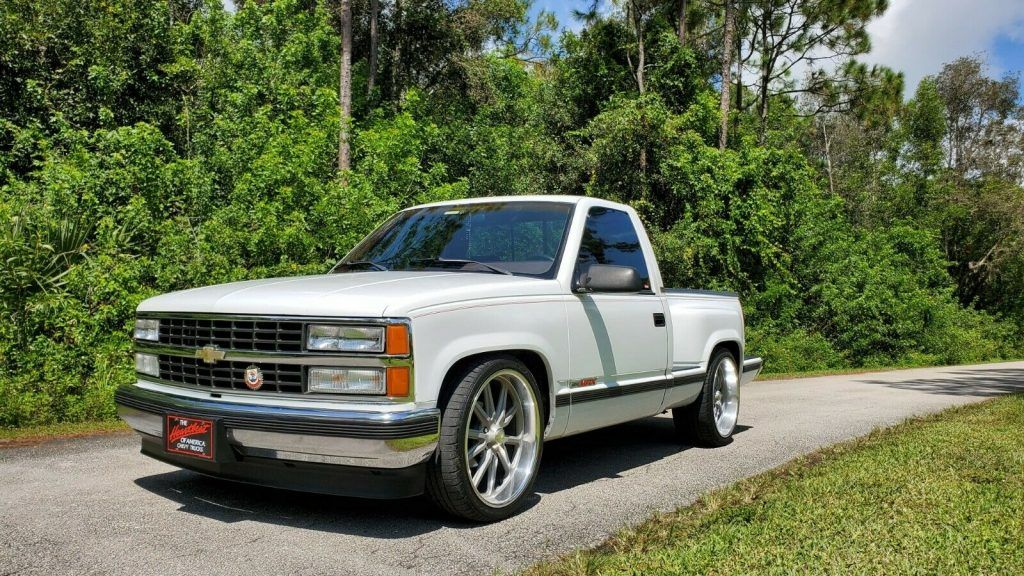 1992 Chevrolet C1500 pickup [very clean and straight truck]