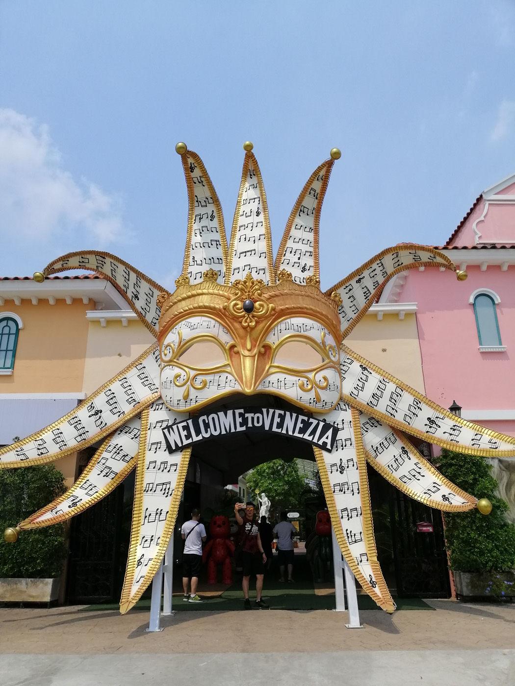 The Venezia Entrance