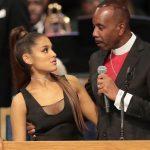 O pastor mão-boba pede desculpas a Ariana Grande!