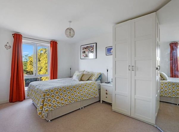 Spare room in beautiful flat in mitcham