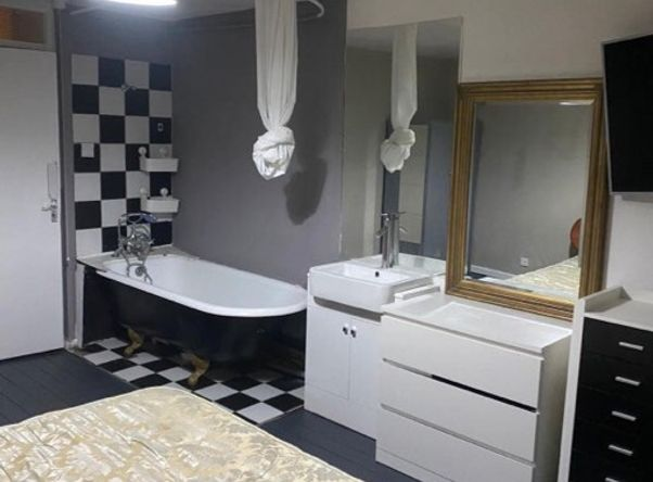 Lovely Bright Double Room with Ensuite in West Kensington.