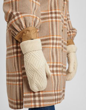 Numph Cable Knitted Mittens in Cloud Dancer