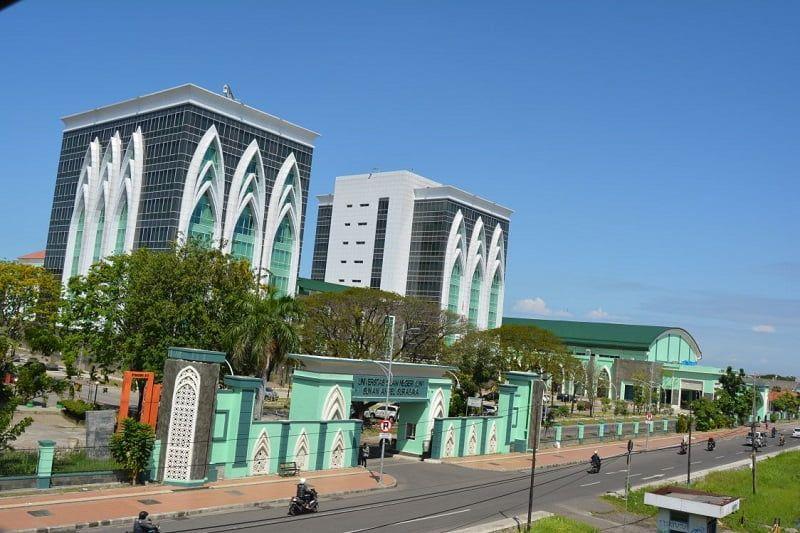 Universitas di Surabaya