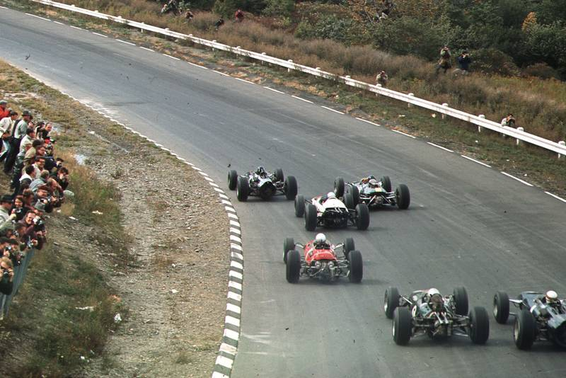 Graham Hill (BRM P261) leads Jim Clark (Lotus 33 Climax) and the field at the start.