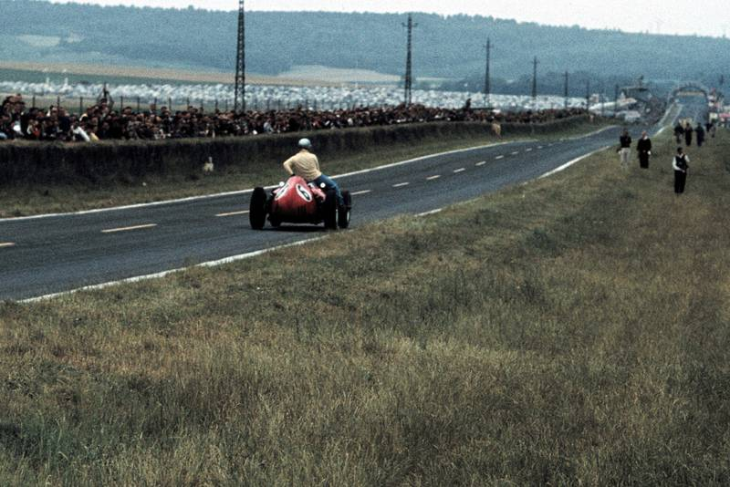 Ferrari's Mairesse gives Vanwall's Brooks a lift back to the pits