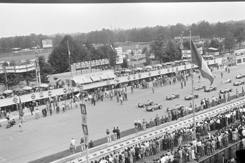 Cars line up at the race start
