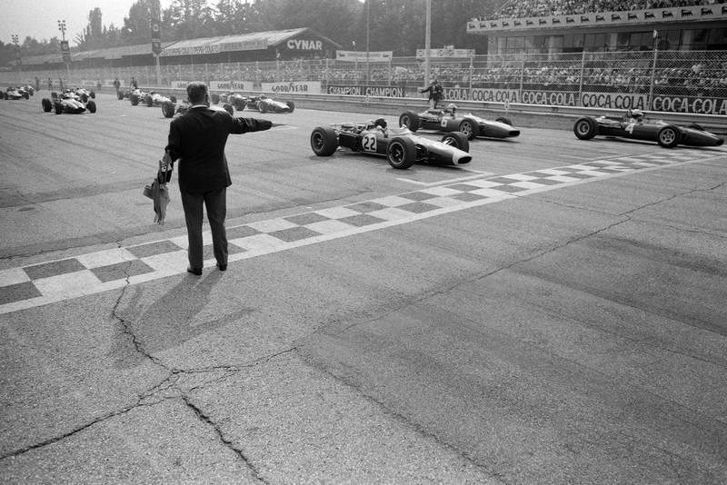 Pole sitter Mike Parkes, Ferrari 312 sits on the front row alongside Jim Clark, Lotus 43 BRM.