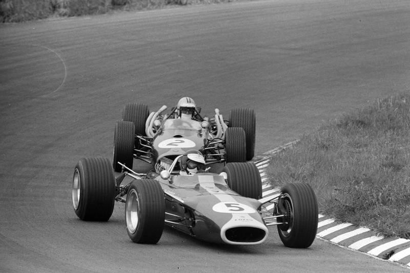 Jim Clark, Lotus 49 Ford leads Denny Hulme, Brabham BT20 Repco.
