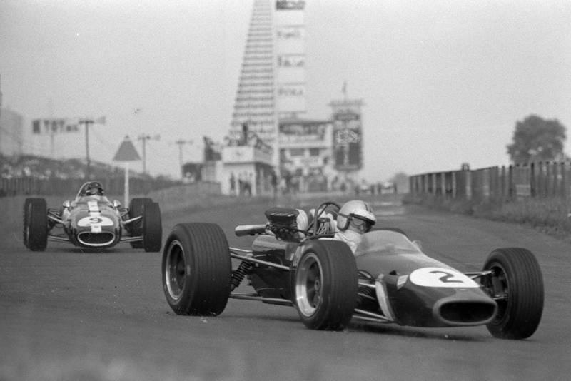 Denny Hulme, Brabham BT24 Repco, leads Dan Gurney, Eagle T1G Weslake.