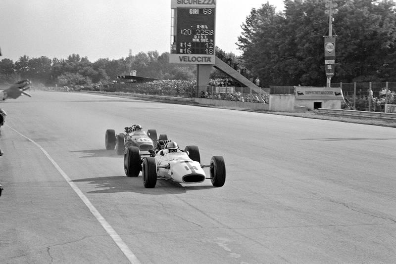 John Surtees, Honda RA300, leads Jack Brabham, Brabham BT24 Repco.