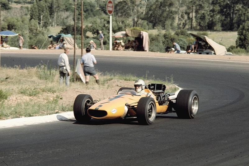 Denny Hulme (McLaren M5A BRM).