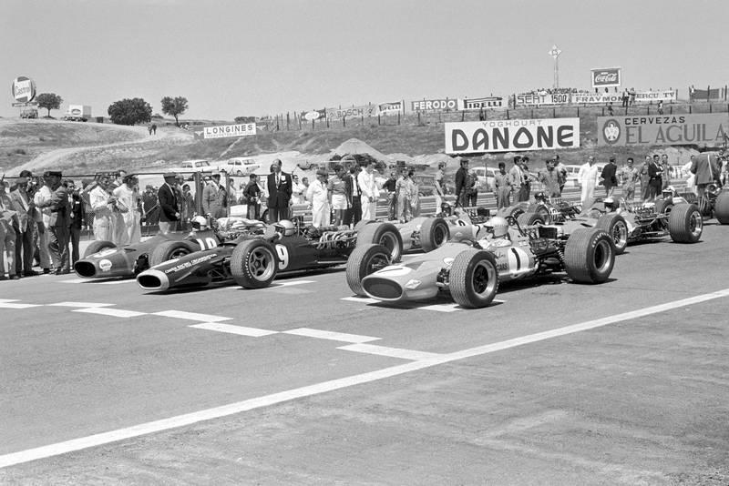 The start of the race, the front row (L to R): Chris Amon (GBR) Ferrari 312 (Pole); Pedro Rodriguez (MEX) BRM P133; Denny Hulme (NZL) McLaren M7A. Spanish Grand Prix, Jarama, 12 May 1968.