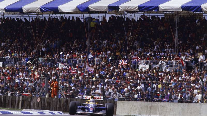 Nigel-Mansell-on-his-way-to-victory-at-Silverstone-in-the-1992-F1-British-Grand-Prix