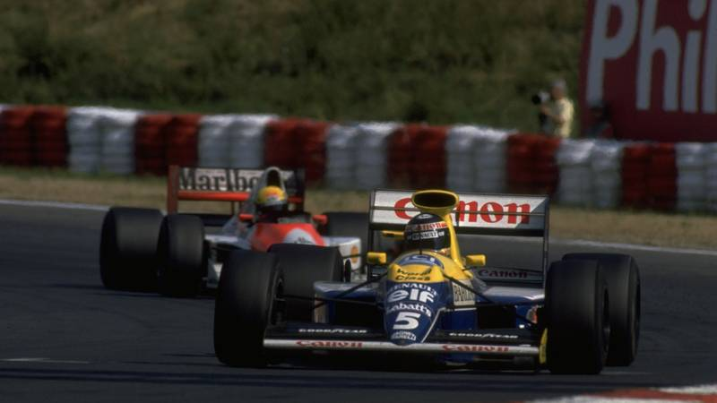 Thierry Boutsen ahead of Ayrton Senna at the Hungaroring during the 1990 Hungarian Grand prix
