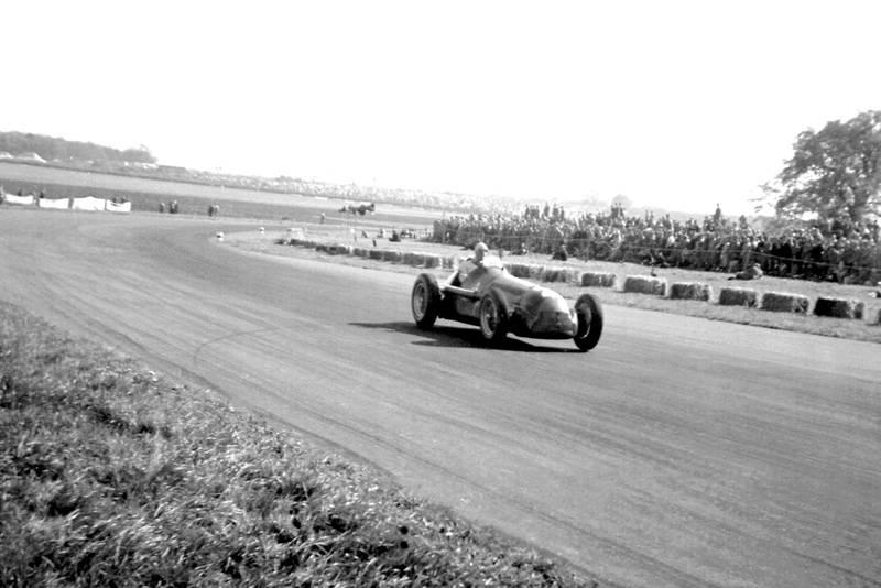 Giuseppe Farina at Abbey Curve in the 1950 British Grand Prix at Silverstone