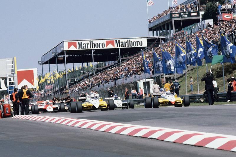 Rene Arnoux (Renault RE30B) leads Keke Rosberg (Williams FW08 Ford), Alain Prost (Renault RE30B), Niki Lauda and John Watson (both McLaren MP4/1B Ford's) and Michele Alboreto (Tyrrell 011 Ford) at the start.