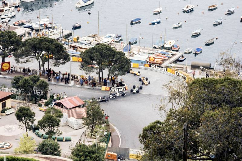 The field funnels through the Gasworks Hairpin at the start - 1969 Monaco Grand Prix
