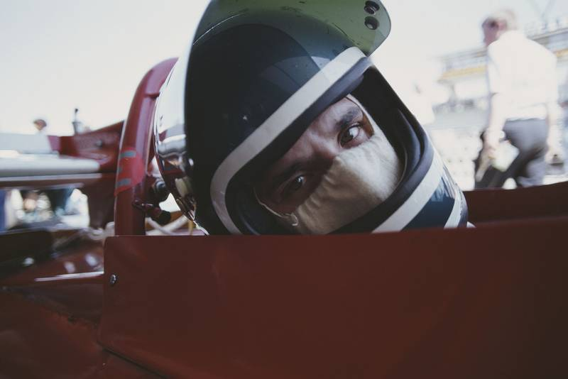 Jacky Ickx eyes the photographer on the grid