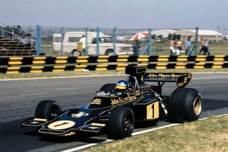 Ronnie Peterson (Lotus) rounds a corner at the 1974 Argentine Grand Prix
