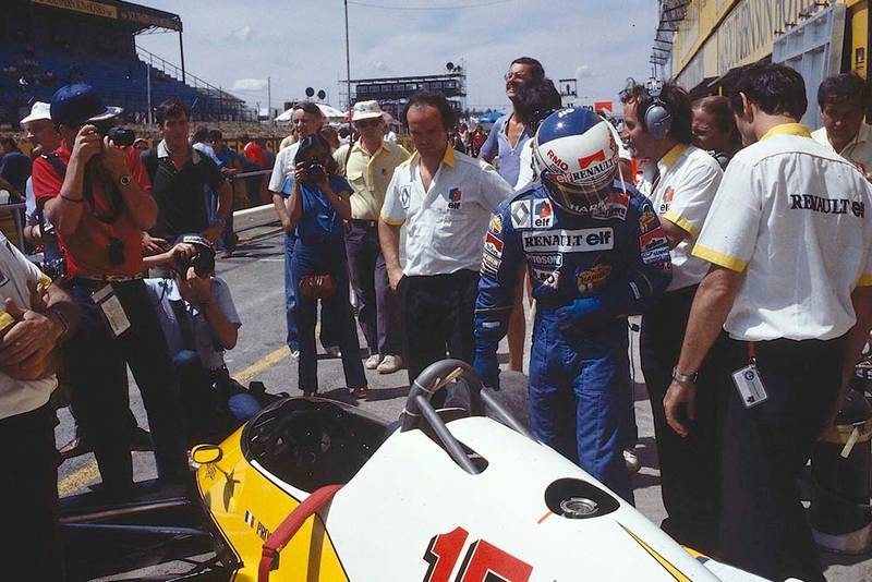 Alain Prost's Equipe Renault in the pits.