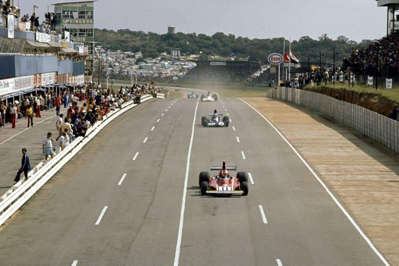 Ferrari's Clay Regazzoni leads the midfield at the 1974 South African Grand Prix, Kyalami.