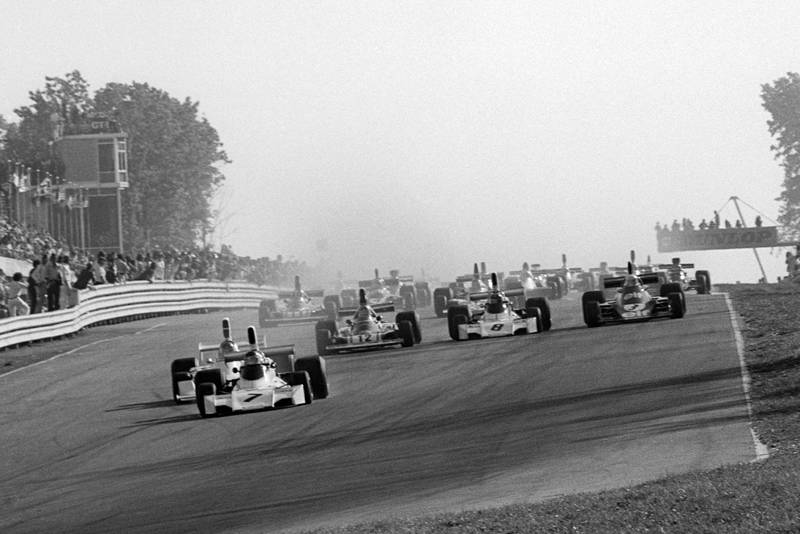 The field heads into Turn 1 at the start of the 1974 United States Grand Prix